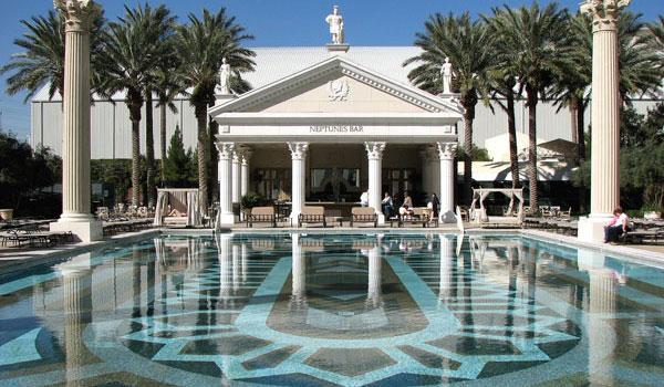Les plus belles piscines d h tels las vegas for Club piscine circulaire