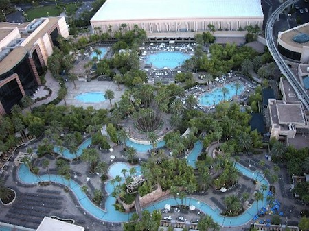 Piscine MGM Grand vue ciel