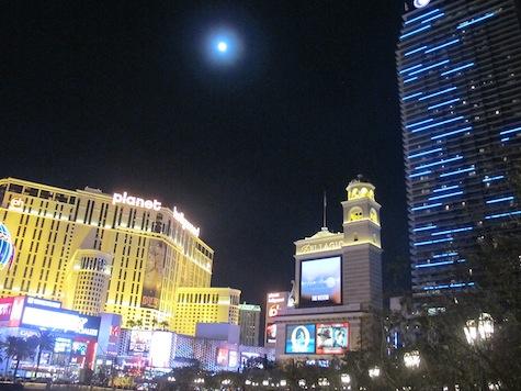 Cosmopolitan Lune