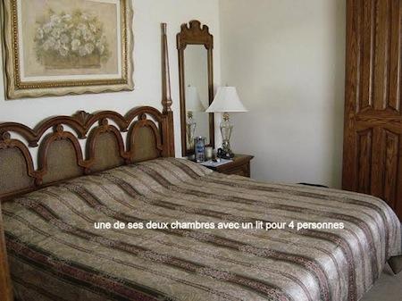 la chambre et son lit pour 4 personnes