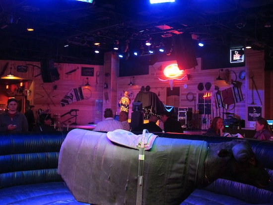 Bull riding Gilley's